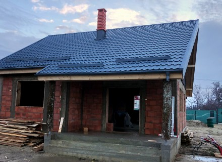 poza cu casa in constructie